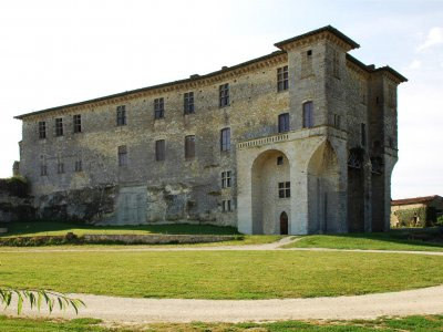7. Château de Lavardens