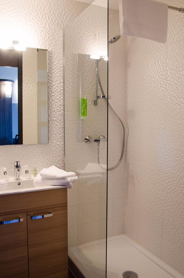 chambre petit prix agen comfort hotel agen. Black Bedroom Furniture Sets. Home Design Ideas