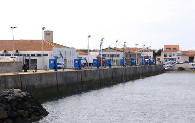 1024px Le port de La CotinieYre oleYron hotel saint trojan