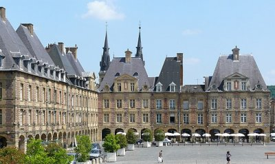640px Charleville place ducale