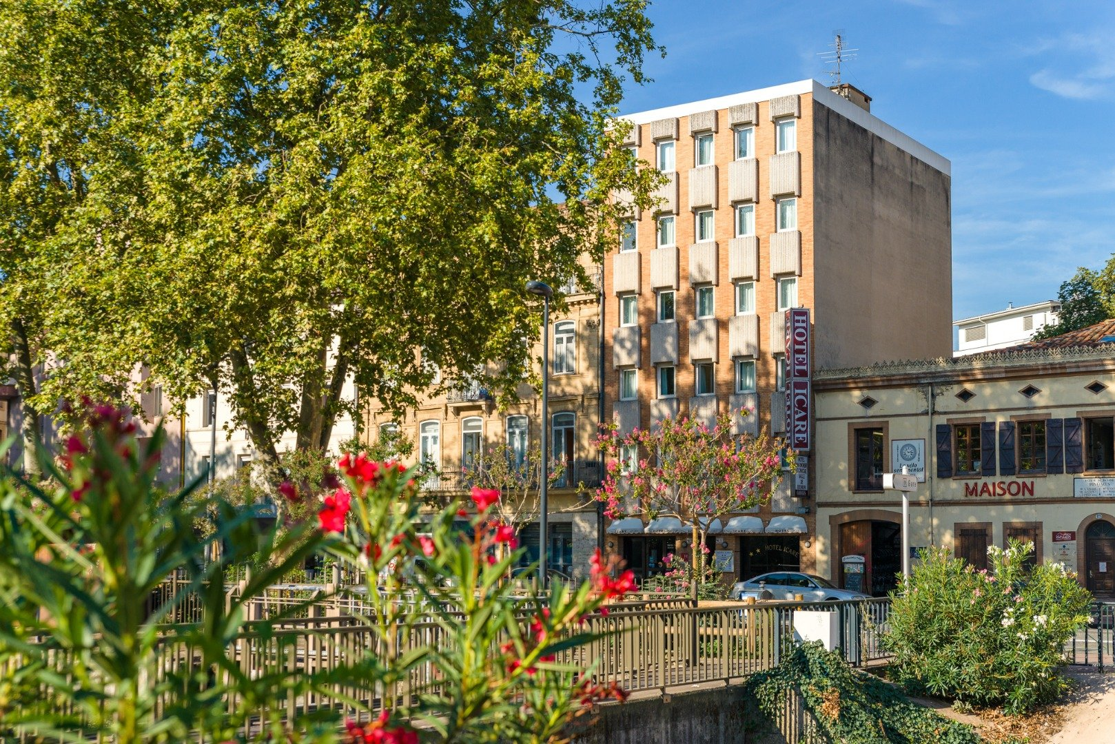 Photo gallery of the hotel and services for Buro services toulouse