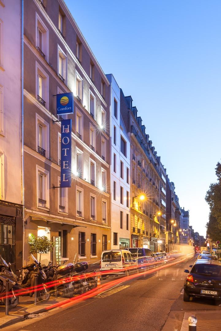 Photo gallery comfort hotel lamarck paris for Reservation hotel france