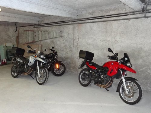 PARKING COUVERT MOTO 1