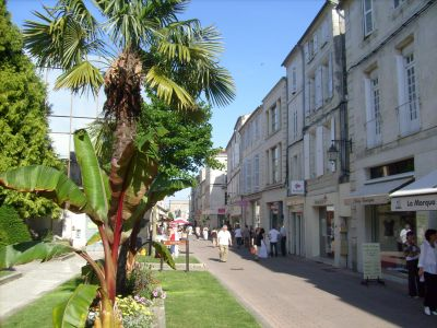 Discover the town centre of Saintes