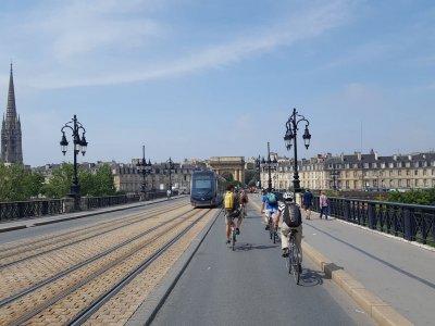 Visitez Bordeaux en vélo