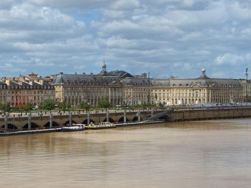 Visit Bordeaux by boat