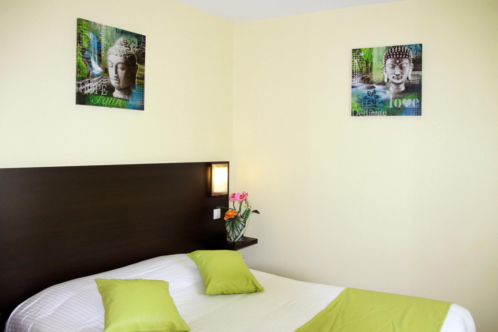 Chambre conomique grand lit et douche h tel notre dame for Hotel notre dame bordeaux