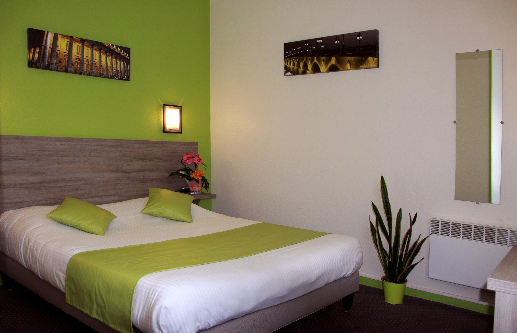 Comfort Room With Large Bed Or Twin Beds And Bath Hotel Notre Dame