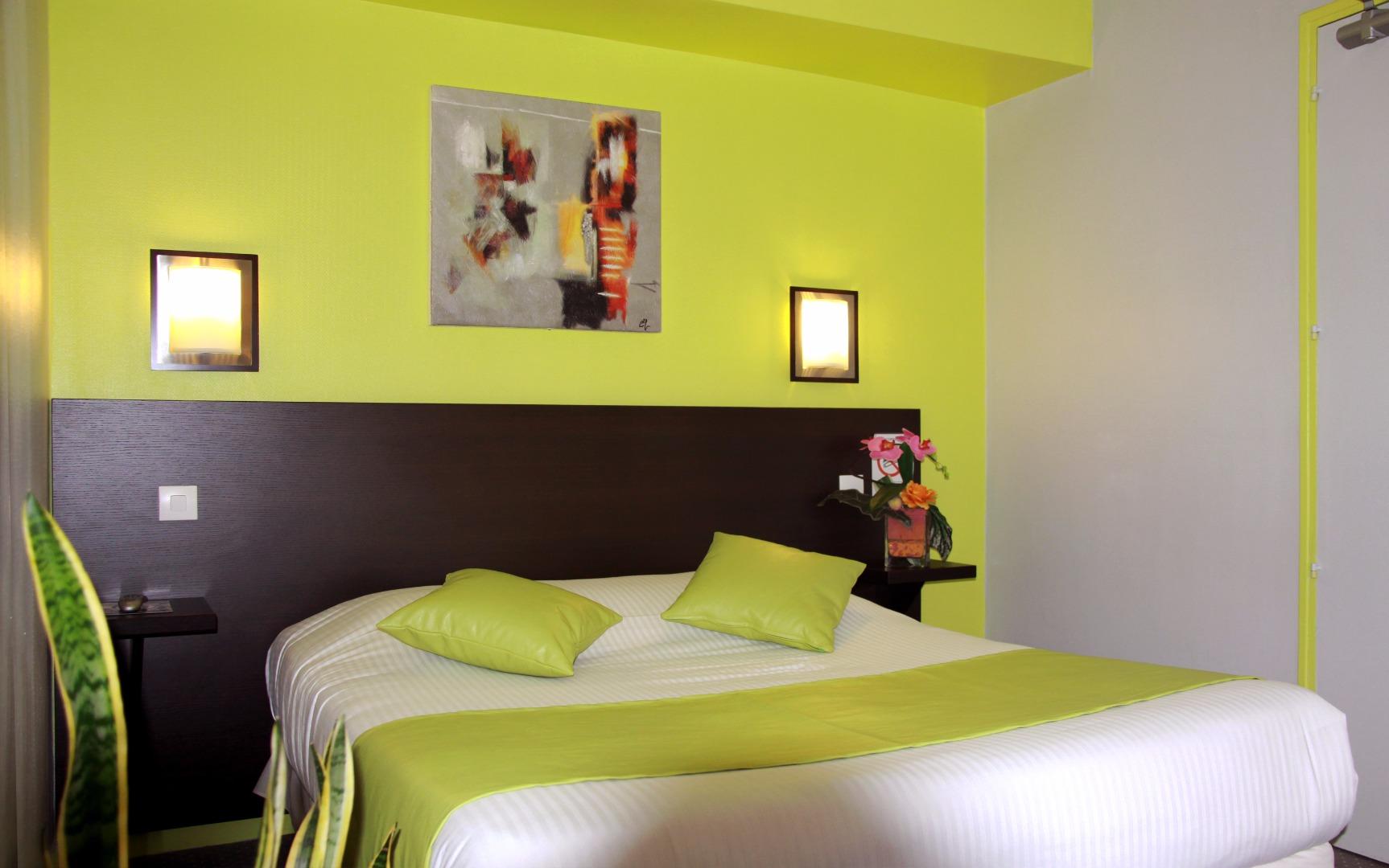 Chambre confort grand lit ou lits jumeaux et bain h tel notre dame for Chambre double lits jumeaux