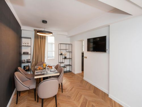 Appartement St Germain   Place de lOdeon 7