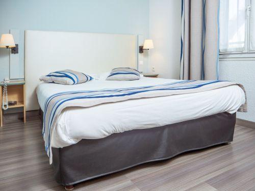 Chambre grand lit Hotel Uzes Pont du Gard 1
