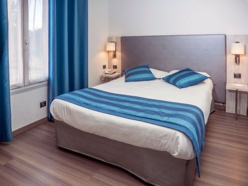 Chambre pmr Hotel Uzes Pont du Gard 3 1