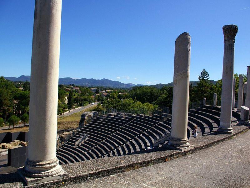 sites antiques romains provence gard vaison la romaine nimes hotel uzes pont du gard