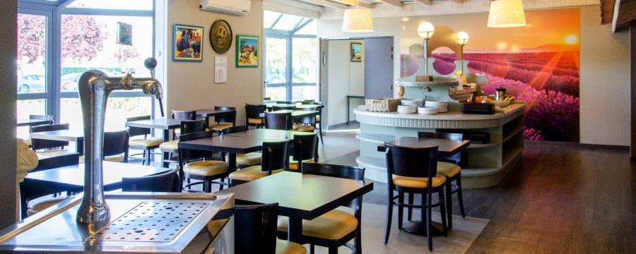 le provencal hotel restaurant in bordeaux lac. Black Bedroom Furniture Sets. Home Design Ideas