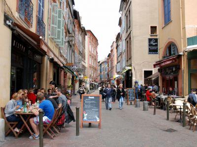 Les Carmes, flea markets and art boutiques
