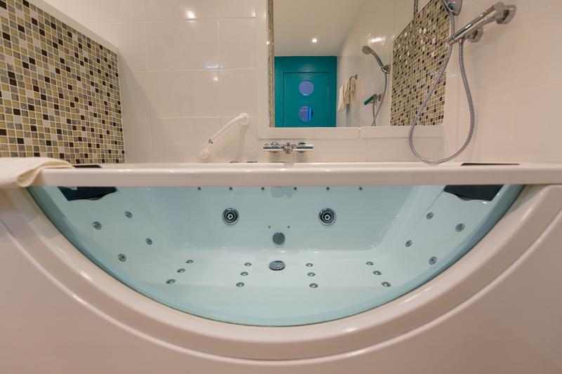 Chambre baln o h tel regina bordeaux for Hotel avec bain