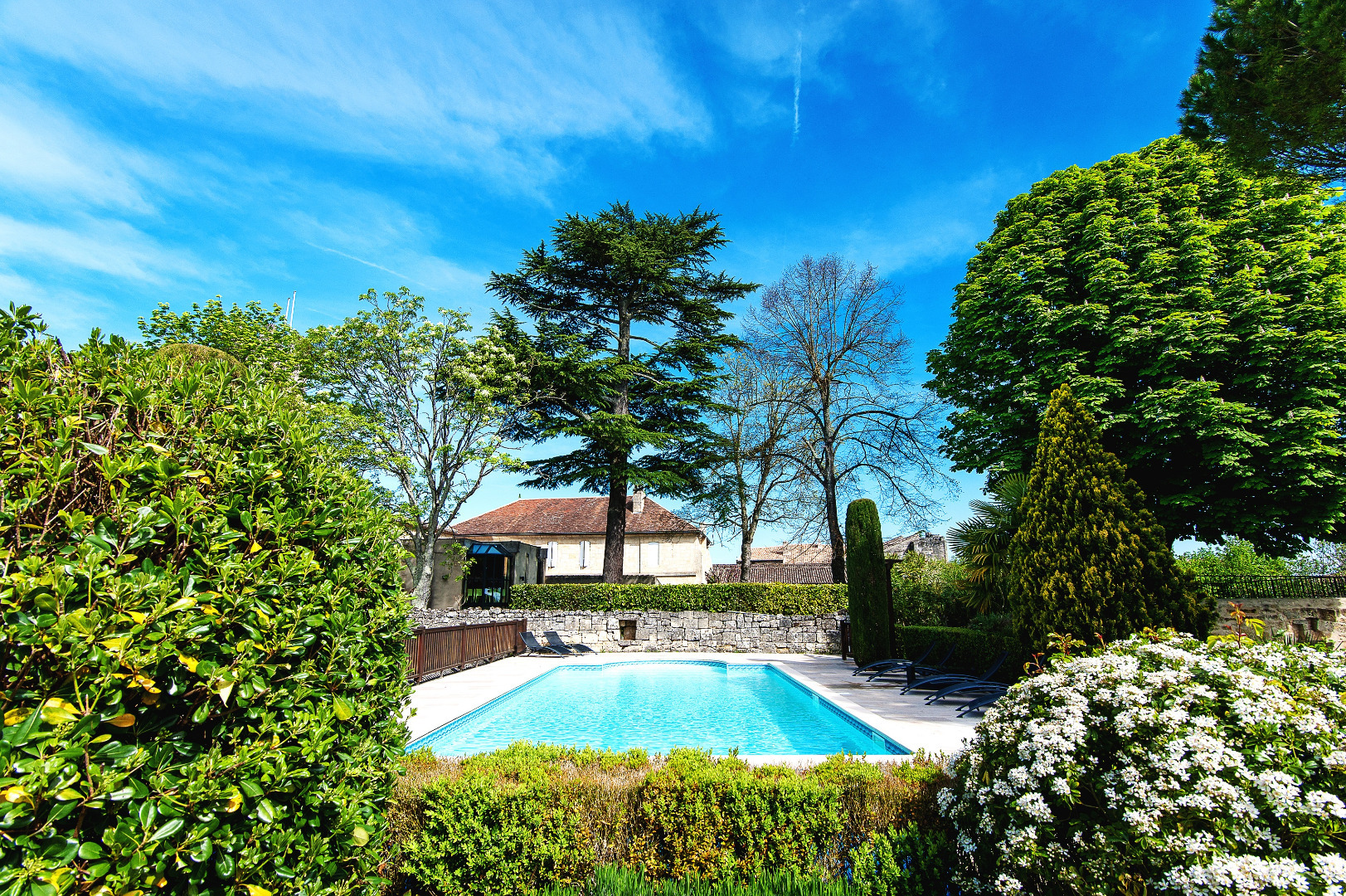 Hotel st emilion avec piscine for Piscine des remparts