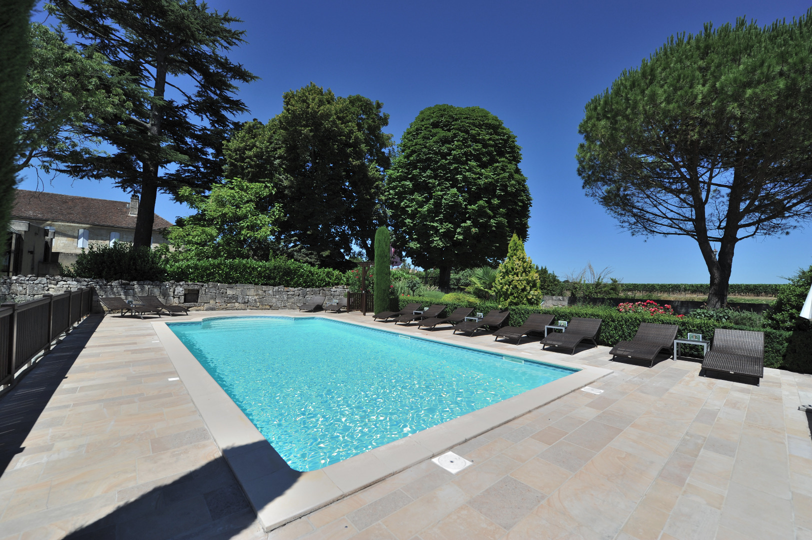 Hotel In St Emilion With Swimming Pool