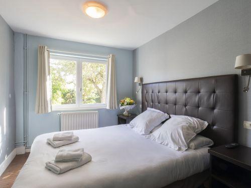 2020 09 Hotel Les Sables dOr Chambre 401 1