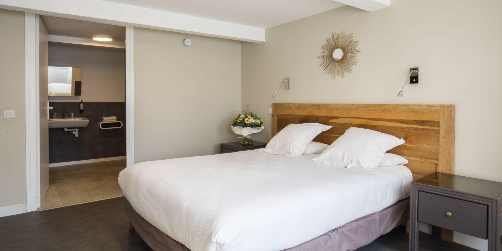 2020 09 Hotel Les Sables dOr Chambre 301 1