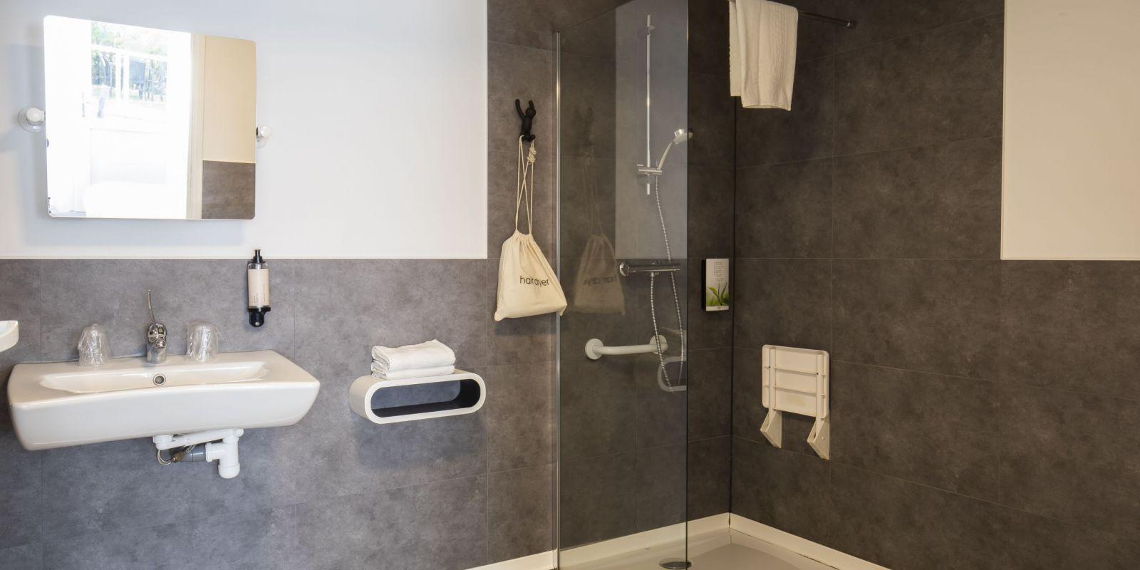 2020 09 Hotel Les Sables dOr Chambre 301 3