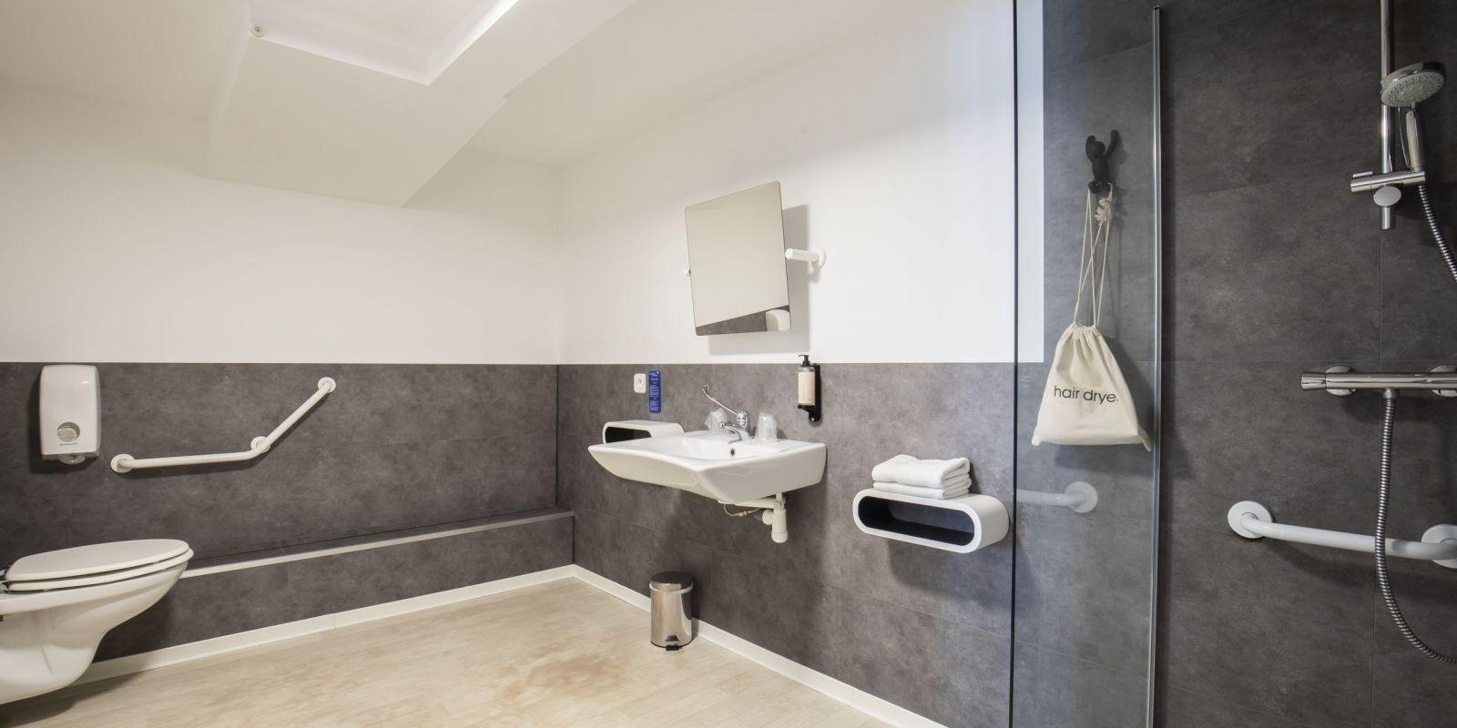 2020 09 Hotel Les Sables dOr Chambre 301 6