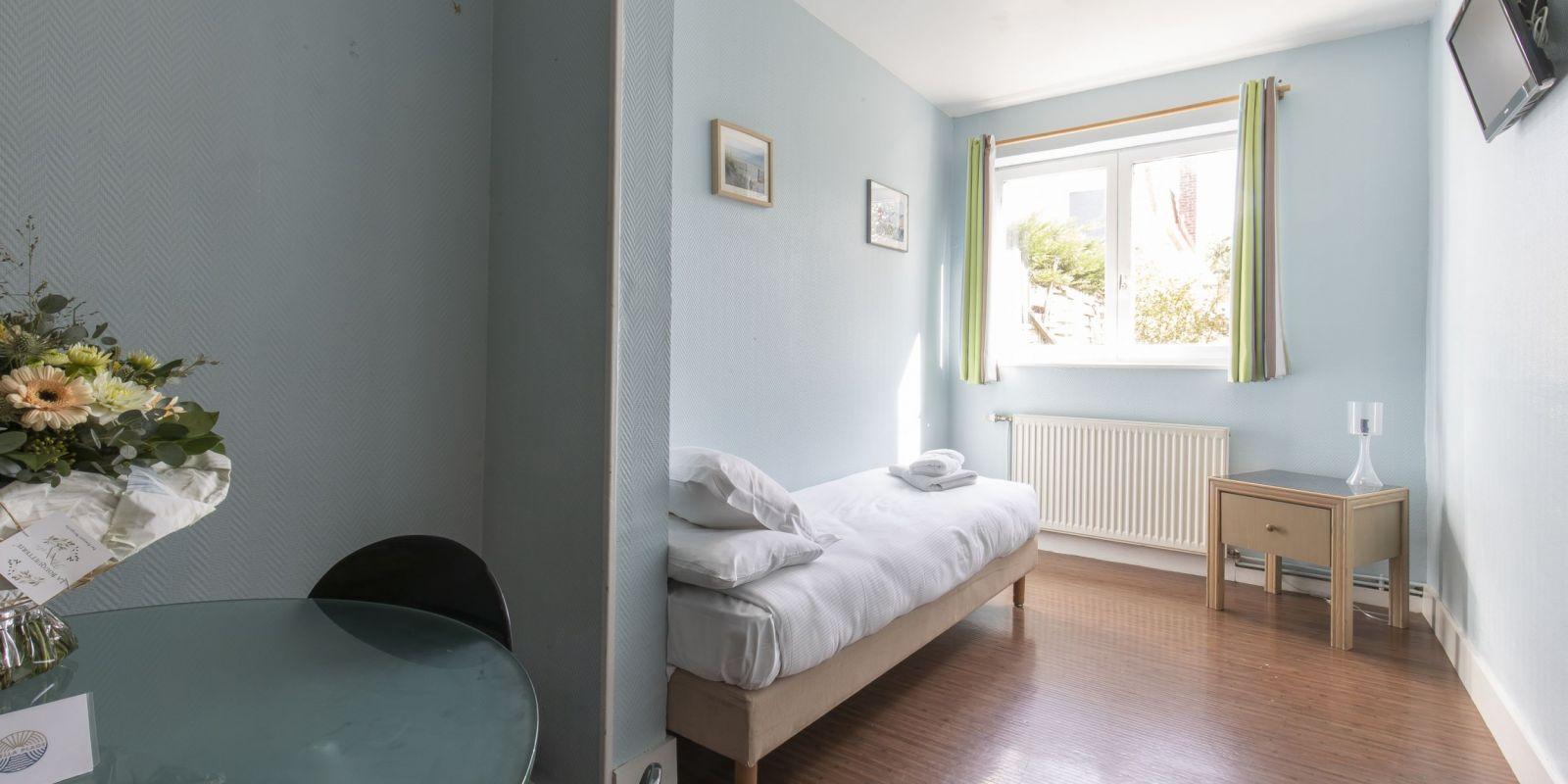 2020 09 Hotel Les Sables dOr Chambre 401 11