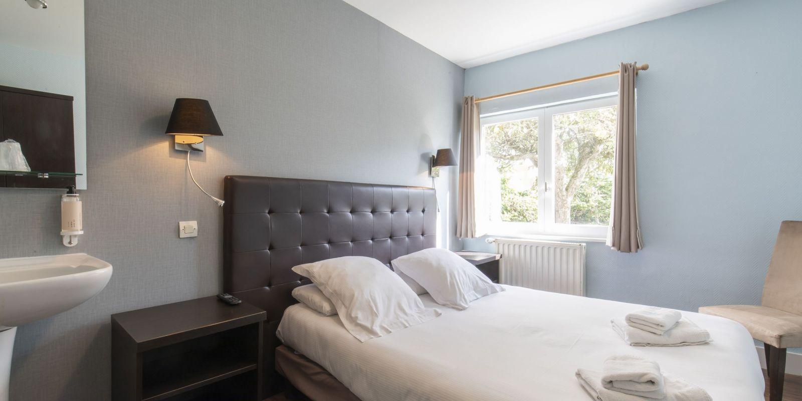 2020 09 Hotel Les Sables dOr Chambre 401 4