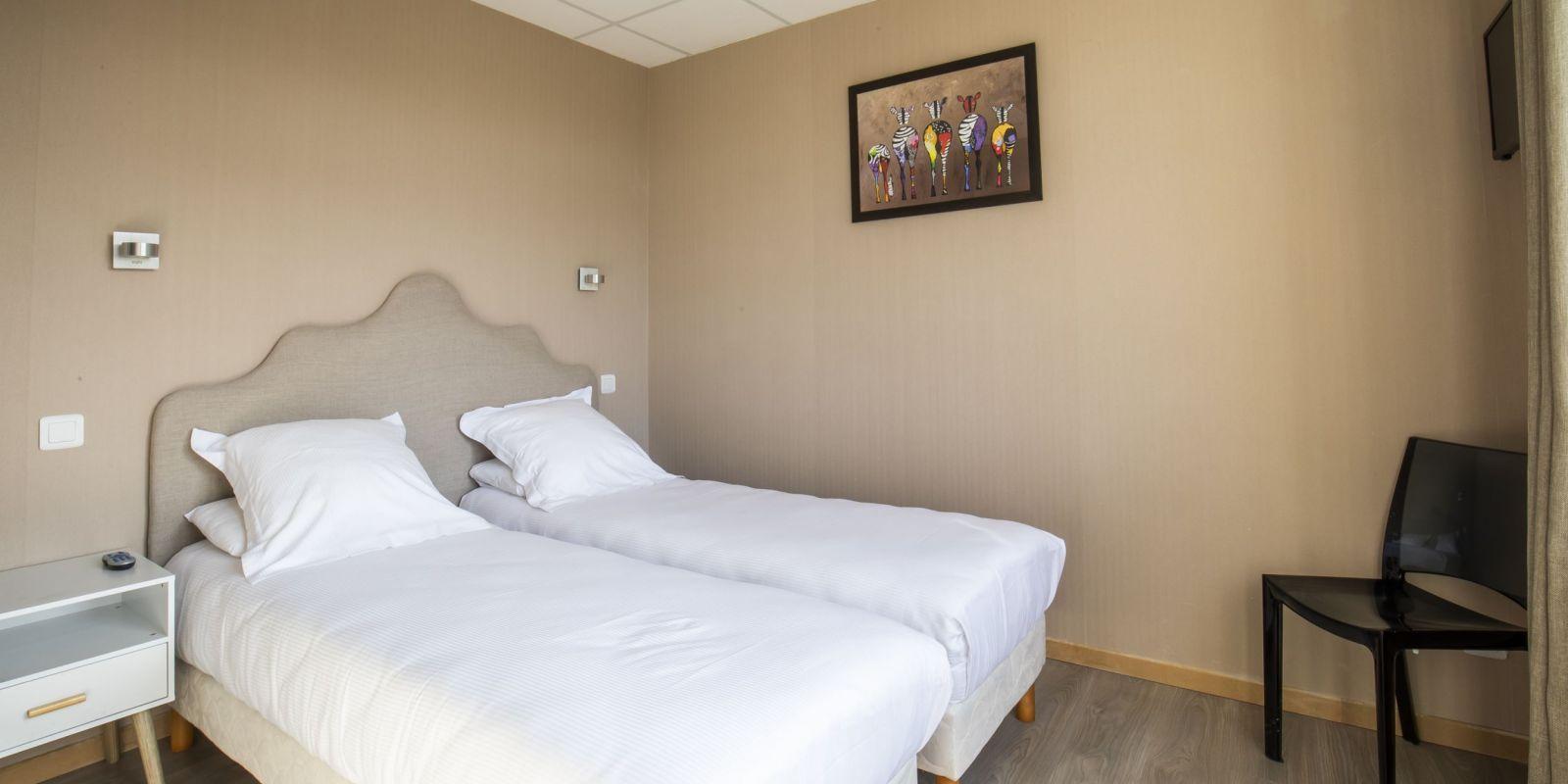 2020 09 Hotel Les Sables dOr Chambre 406 18