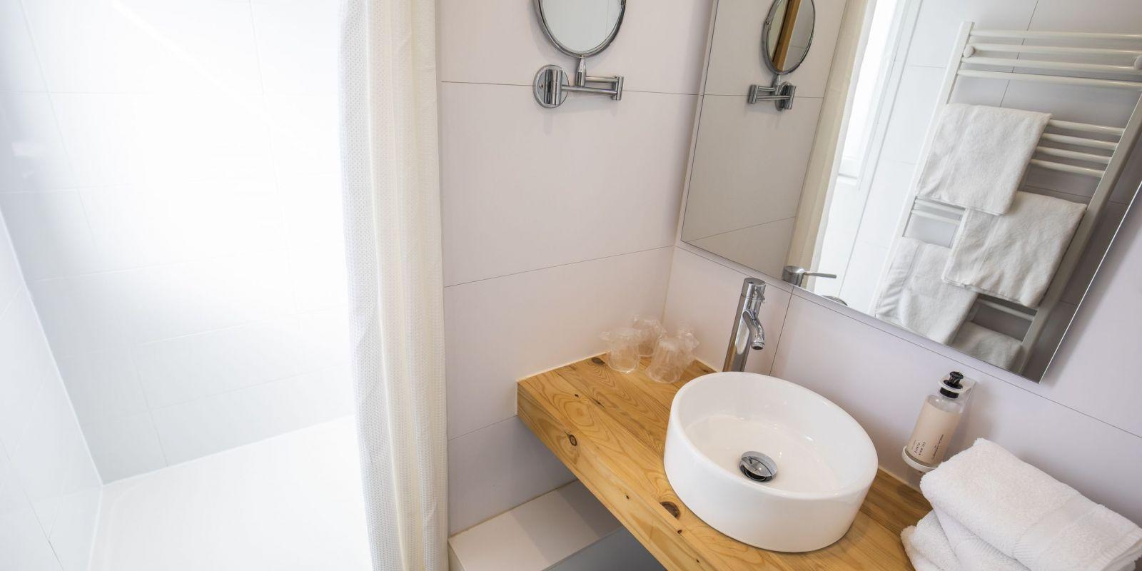 2020 09 Hotel Les Sables dOr Chambre 406 9