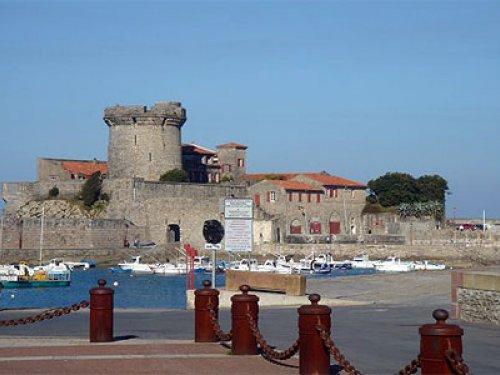 Venez découvrir la ville de Ciboure, véritable bijou de la région du Pays Basque et située juste en face de l'hôtel Le Relais Saint Jacques