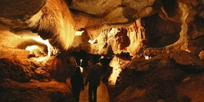 son et lumiere pour la decouverte des origines du peuple basque dans la grotte de sare